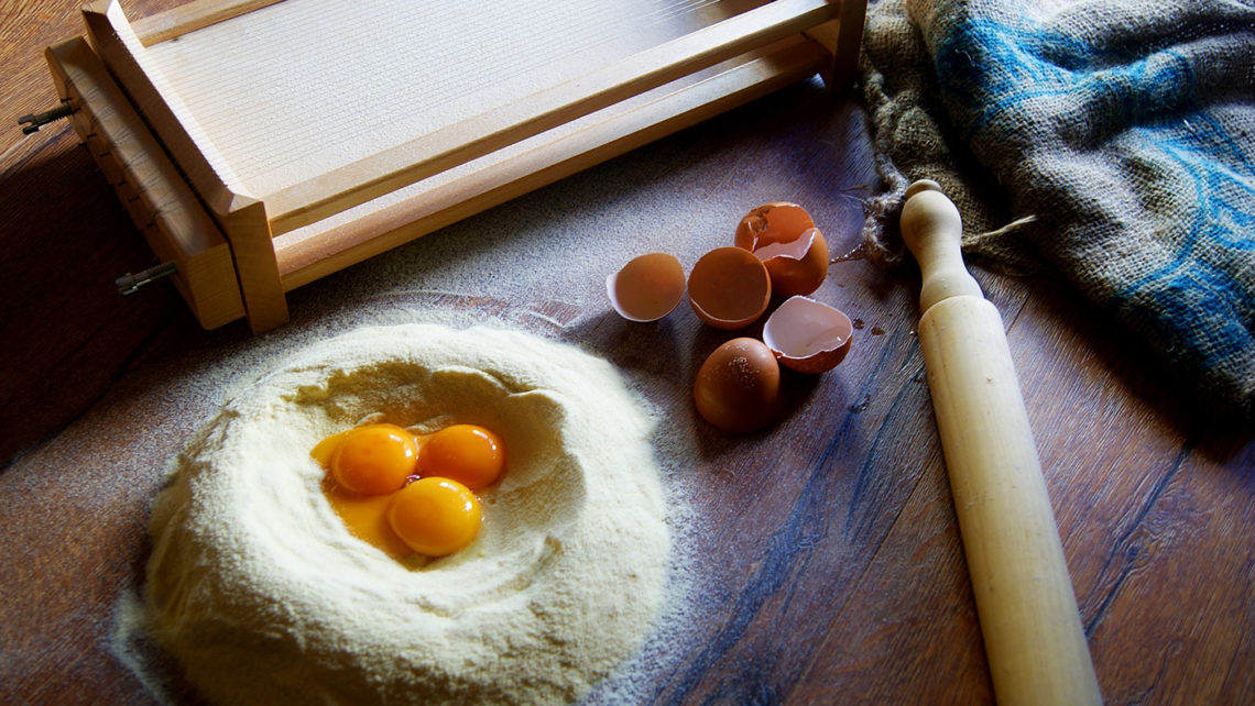 harina-huevos-chitarra-elfotogastro-fotografia-de-comida