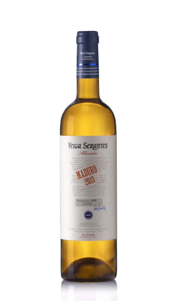 fotografía botella de vino